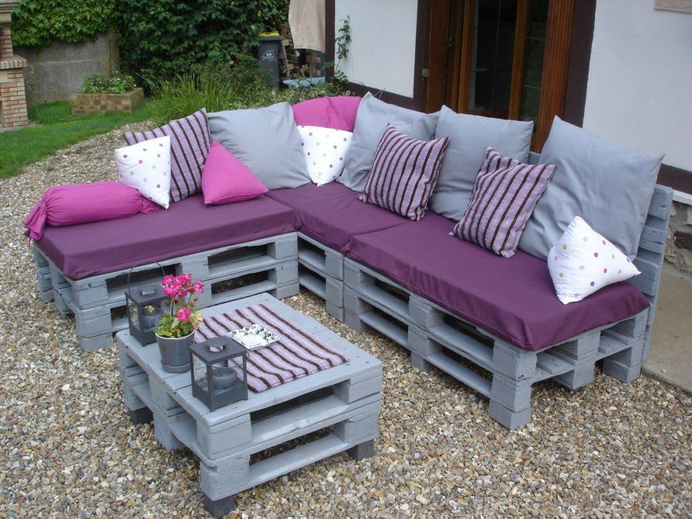 Дизайнерская мебель из паллет: стол с суккулентами, кровать и стол Мерфи